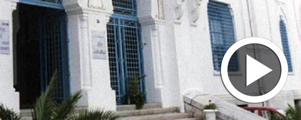 En vidéo : Un citoyen tunisien désespéré hurle devant le ministère des affaires sociales pour qu'on le laisse voir un responsable