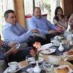 Mehdi Jomaa et Taoufik Jelassi rencontrent des activistes de la société civile
