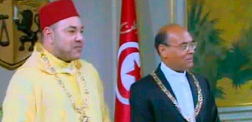 En vidéo : Échange de médailles et de décorations entre Marzouki et Mohammed VI