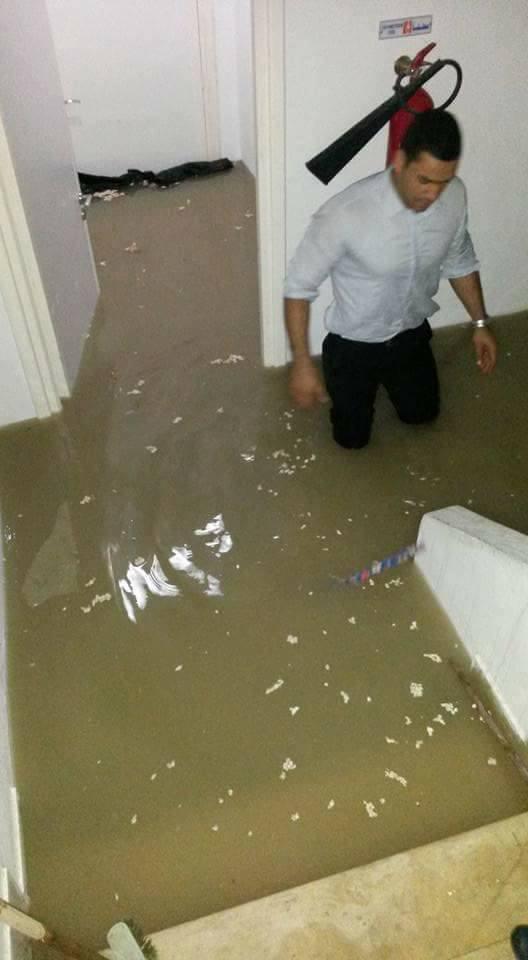 صور : مياه الأمطار تجتاح المحكمة العقارية بالمنستير