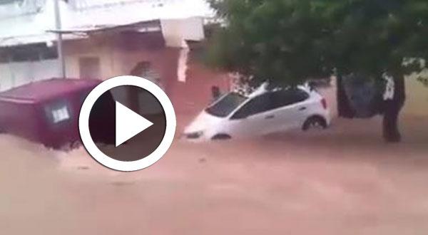 بالفيديو..أمطار طوفانية تجرف السيّارات في المنستير