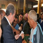 En photos : Mondher Zenaidi effectue une visite au marché de gros de Bir El Kassaa