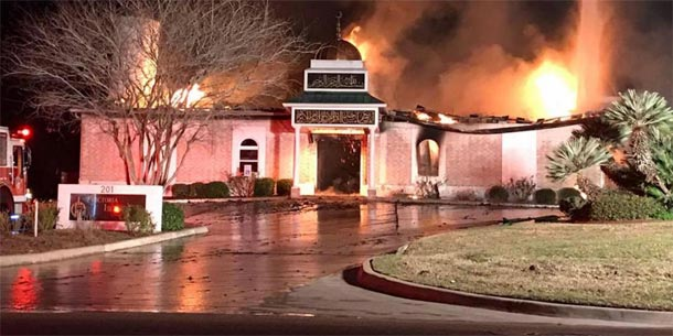 Les juifs de Texas donnent les clés de leur synagogue aux musulmans dont la mosquée a été incendiée