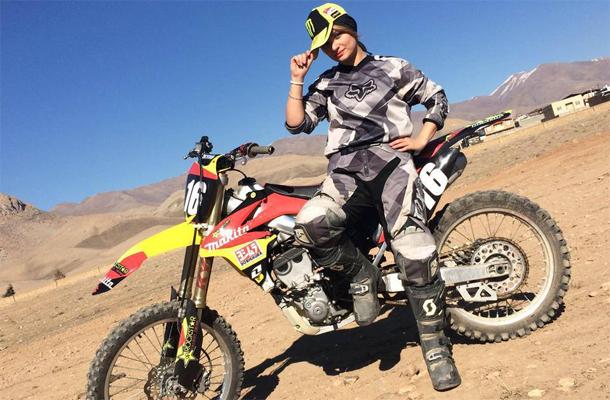 En Iran, une motarde de 27 ans fait avancer les droits des femmes