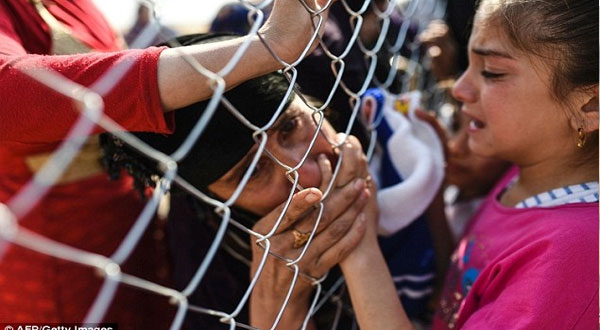 صور :عراقيون يستقبلون ذويهم بعد فراق عامين على مشارف الموصل