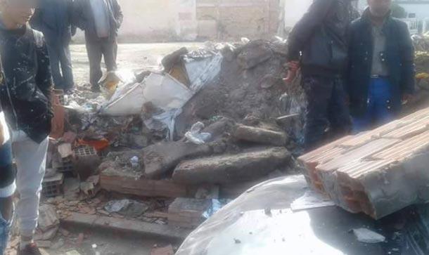 En photo : Un mur s'effondre et écrase une voiture à Kairouan