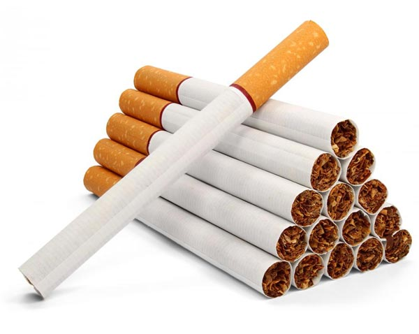 الناظور : إيقاف معتمد سابق بصدد تهريب 3440 علبة سجائر