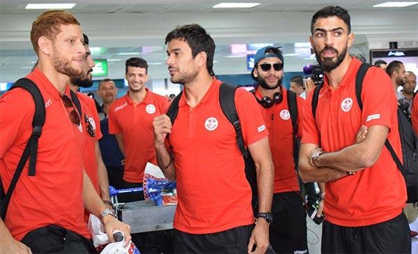 بالصّور : استقبال رسمي لوفدالمنتخب الوطني لكرة القدم بالمطار