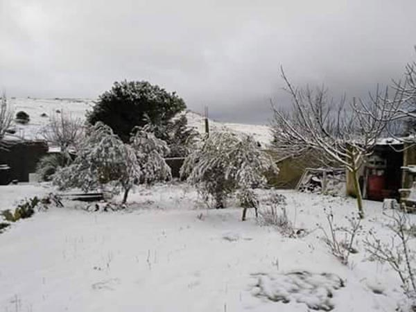 En photos : Bazina toute de neige vأھtue, pourtant personne ne s'y rend