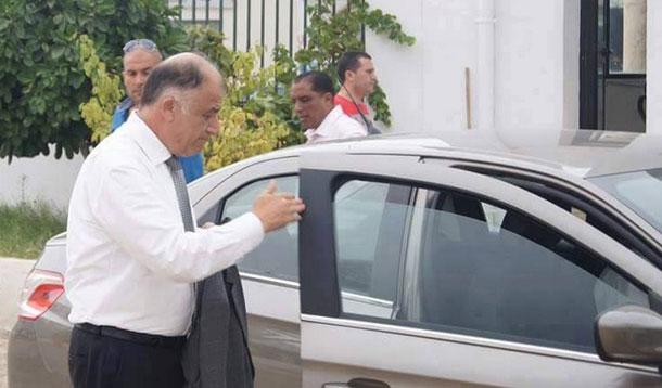 Néji Jalloul délaisse sa Mercedès de fonction, pour une voiture ordinaire