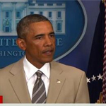 لون بدلة أوباما يثير سخرية المغردين الأميركيين