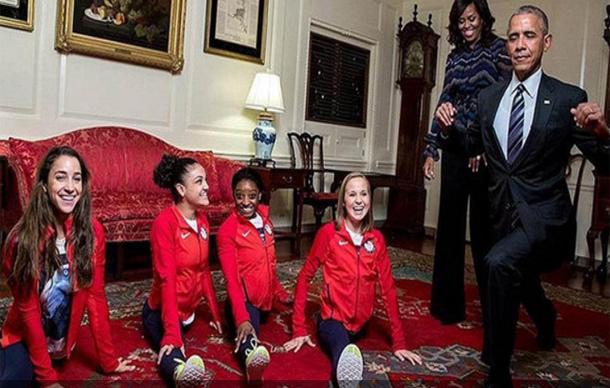 حين يحاول الرئيس أوباما منافسة بطلات الجمباز الأميركي