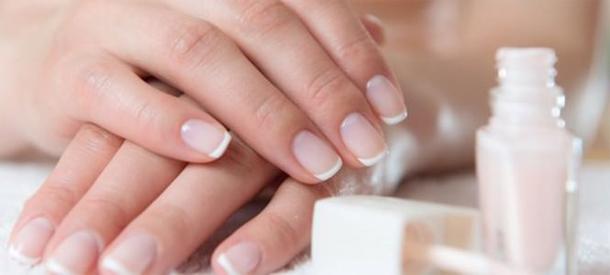 Vos ongles sont mous et cassants? Voici quelques astuces de grand-mère