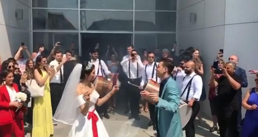بالفيديو..مسعود اوزيل يرقص و عروسه على نغمات 'سيدي منصور'