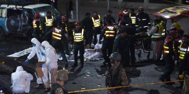 Le Pakistan en deuil, frappé au coeur par les talibans