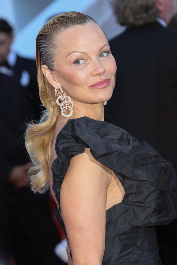 En photos : Pamela Anderson métamorphosée au Festival de Cannes...