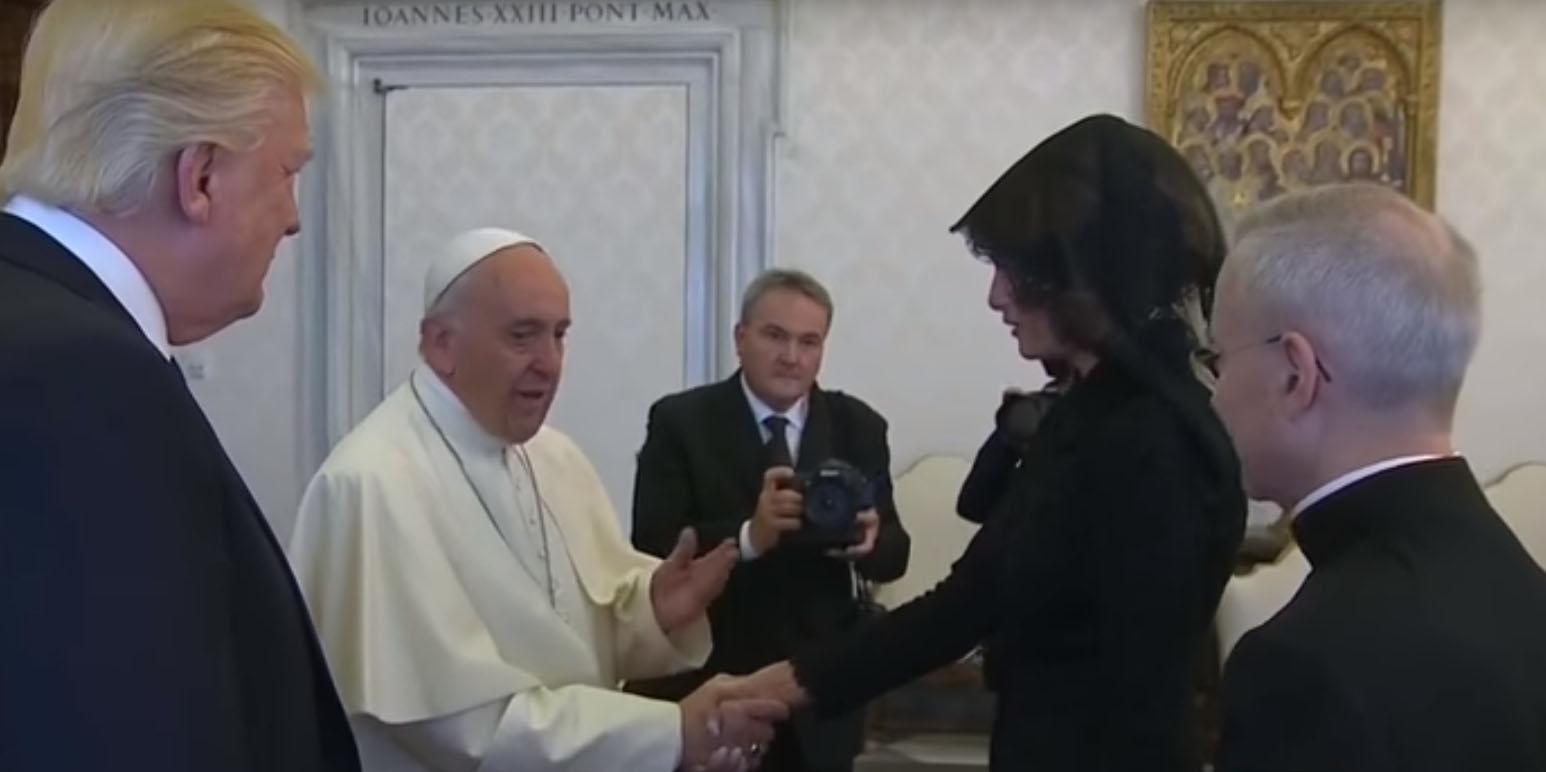 بالفيديو: البابا يفاجئ ميلانيا بسؤال ''غامض'' بحضور ترامب