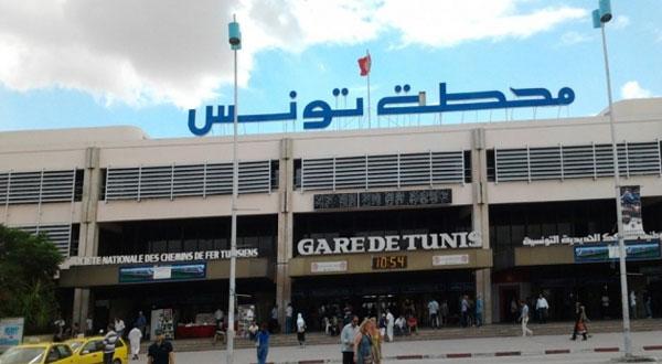 وزارة النقل تنفي إشاعة انهيار جزء من سقف بمحطة برشلونة