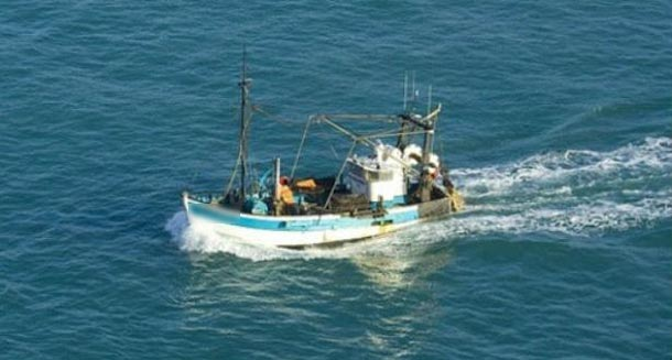 La marine tunisienne intercepte un bateau de pêche illicite à Sfax