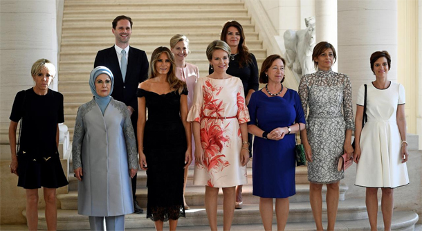 En photo : L'époux du Premier ministre luxembourgeois pose au milieu des Premières dames