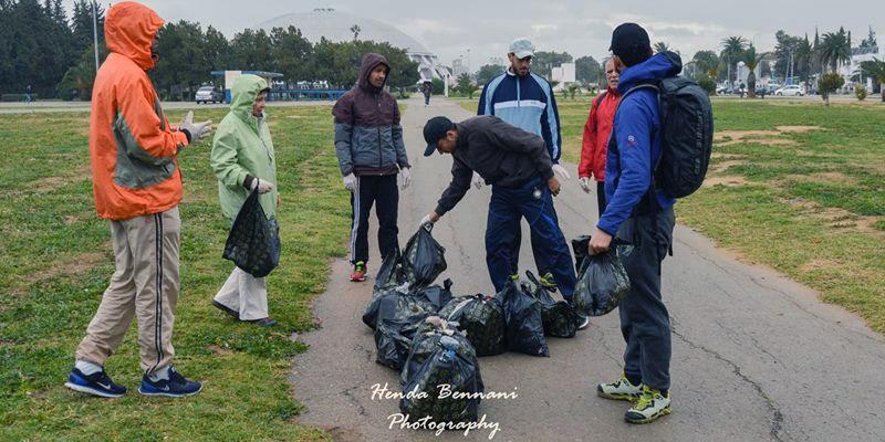 Plogging, le sport mélangeant Survêtement et sac-poubelle débarque en Tunisie