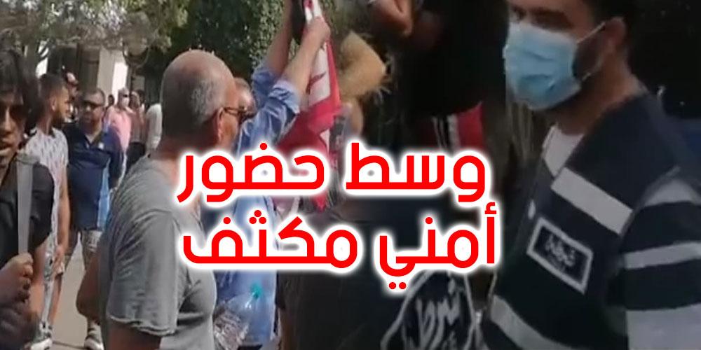 بالفيديو...وسط حضور أمني مكثف: وقفتان احتجاجيتان أمام المسرح البلدي بالعاصمة