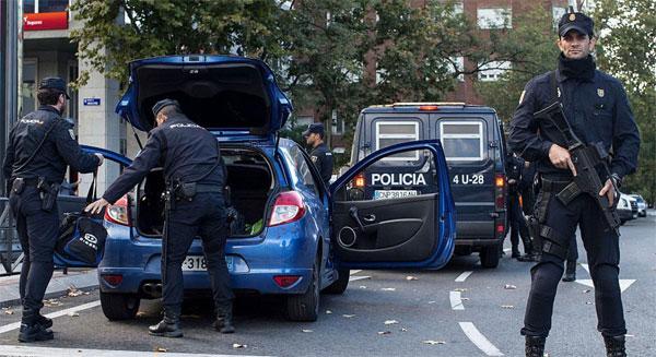من أصول مغاربية: الشرطة الإسبانية تعتقل إمامي مسجد يروجان لداعش