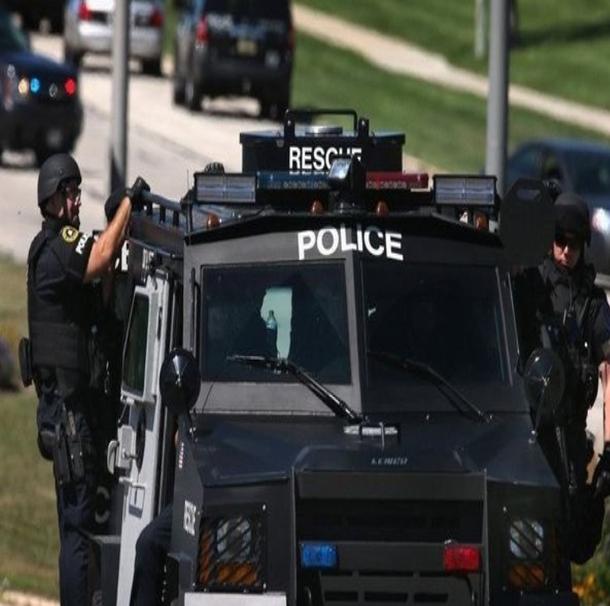عمر فتوحي كندي تونسي طعن شرطيا في مطار بميشيغان الأمريكية