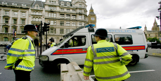 هجوم بسكين خارج محطة مترو في لندن