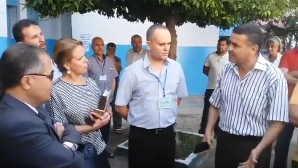بالفيديو: أثار جدلا...أستاذ يغلبه البكاء بعد صعوبة حلّ تلاميذ الباكالوريا امتحان التصرّف