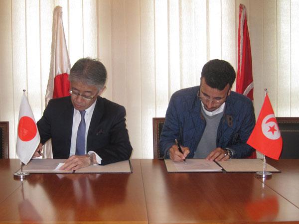 Cérémonie de signature du contrat de don du ''Projet de l'Implication de la Femme et le Jeune dans la Vie Active à Siliana ''