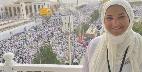 بالصور: دنيا سمير غانم تثير ضجة بفستانها بعد عودتها من الحج