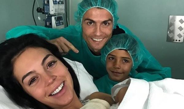 Cristiano Ronaldo papa  pour la quatrième fois