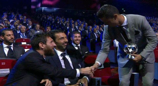 رونالدو يظفر بجائزة أفضل لاعب في أوروبا