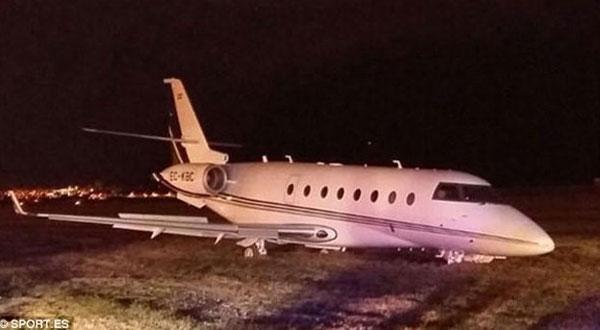 طائرة كريستيانو رونالدو تصطدم بالأرض في برشلونة