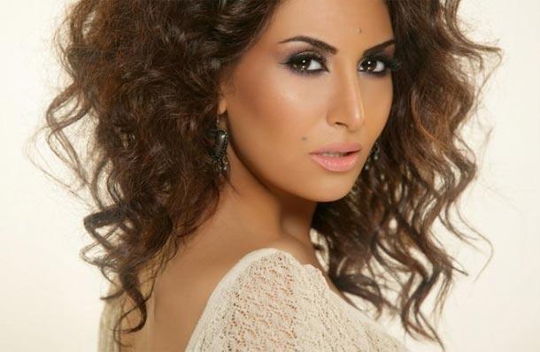 En photos : La chanteuse Rouwaida Attieh se fiance avec un candidat de Star Academy