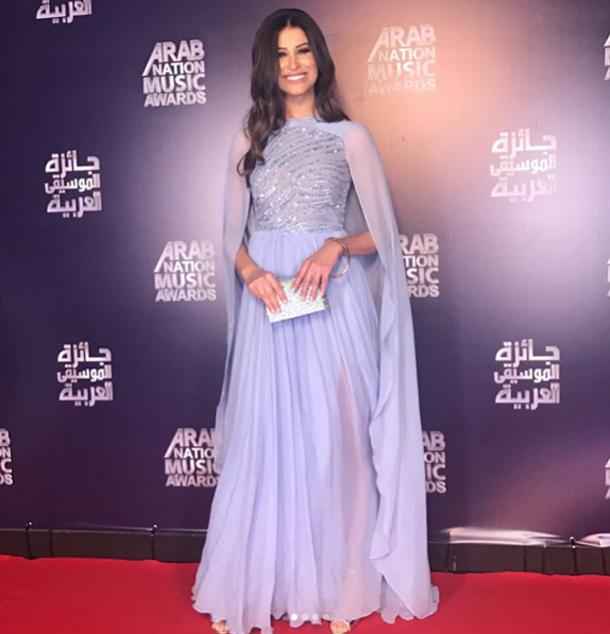 En photo : Rym Saidi fait sensation aux Arab Nation Music Awards avec une jolie robe signée Zuhair Murad