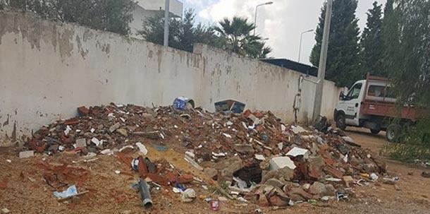 En photos : les ordures s'entassent aux alentours de l'hôpital de Sahloul