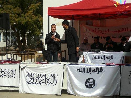 En photos : Les étendards des salafistes brandis à  l'Ecole Nationale d'Ingénieurs de Sfax