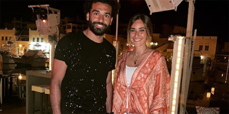 صورة صلاح مع فنانة مصرية تثير الانتقادات قبل انطلاق كأس أمم إفريقيا