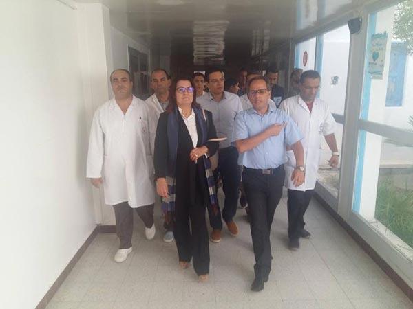 En photos : La ministre de la santé en visite surprise à l'hôpital Sadok Mokaddem à Djerba