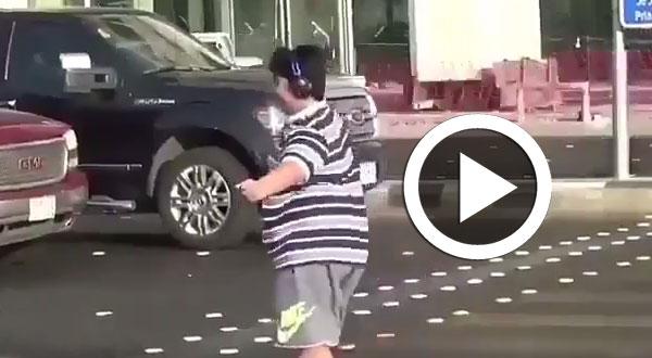 بالفيديو.. رقصة وسط الشارع تحيل مراهقاً سعودياً للنيابة