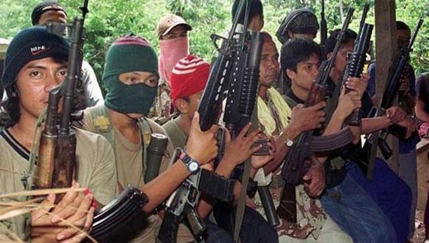 بعد قطع رأس رهينة كندي.. جماعة '' أبو سياف '' الموالية ''لداعش'' تهدد بقطع رأس 3 آخرين