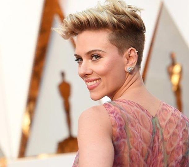 En photos : Scarlett Johansson fait sensation aux Oscars avec sa jolie robe signée Azzedine Alaïa