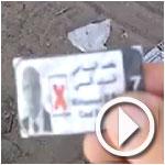 بالفيديو :صور و بطاقات للباجى القائد السبسي ملقاة أمام عدد من مراكز الإقتراع يوم الصمت الإنتخابي
