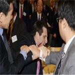 الاعتداء على السفير الأمريكي في سيول بسكين وإصابته بجروح