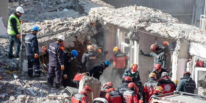 زلزال تركيا: انتشال أشخاص من تحت الأنقاض وعدد القتلى في ارتفاع