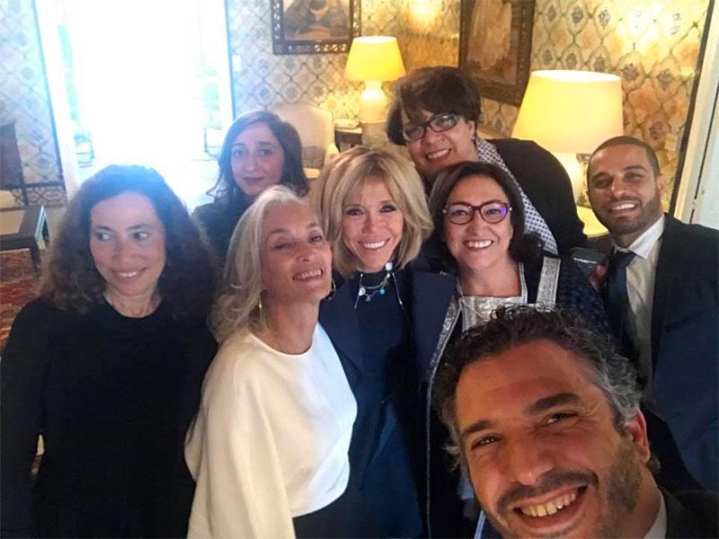 En photo : Le selfie de groupe avec Brigitte Macron…