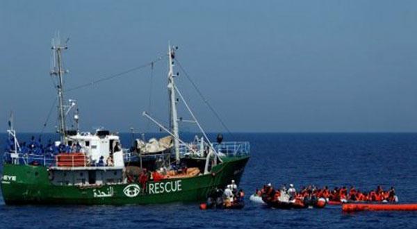 تسليم دفعة ثانية من جثامين ضحايا حادث غرق مركب المهاجرين