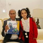 En photos : Une enfant offre à Marzouki un livre intitulé 'Monsieur le Président'